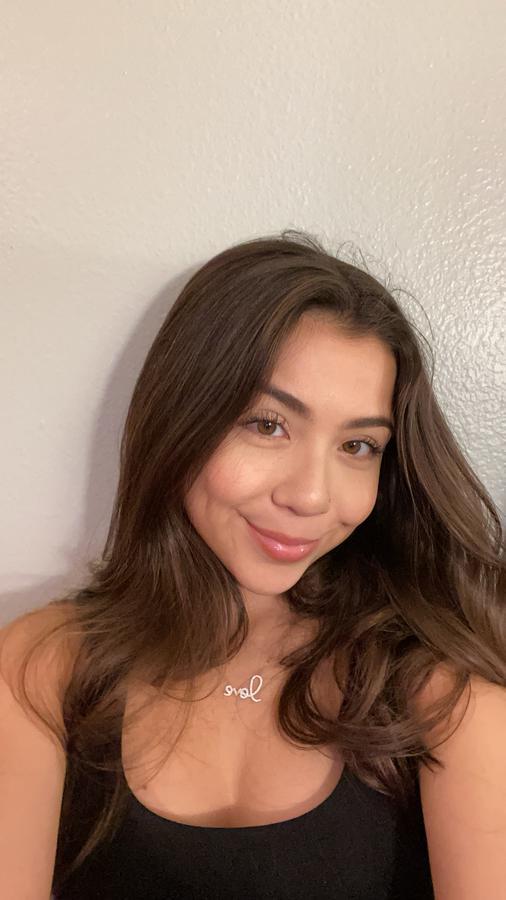 Instagram  creator Jessica Fernandez being photographed
