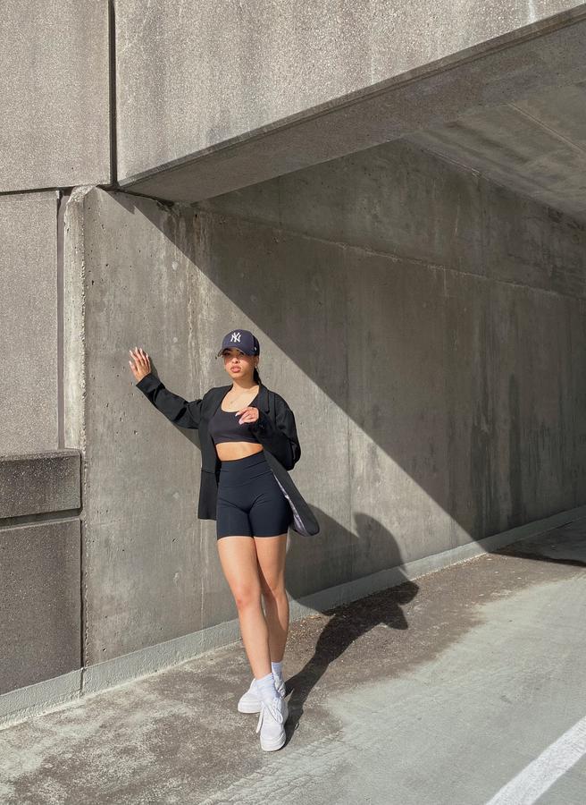 Instagram  creator India Jade being photographed