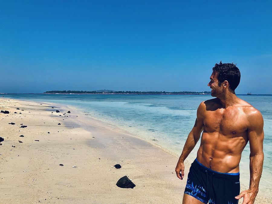 travel creator Xavi Guirao being photographed