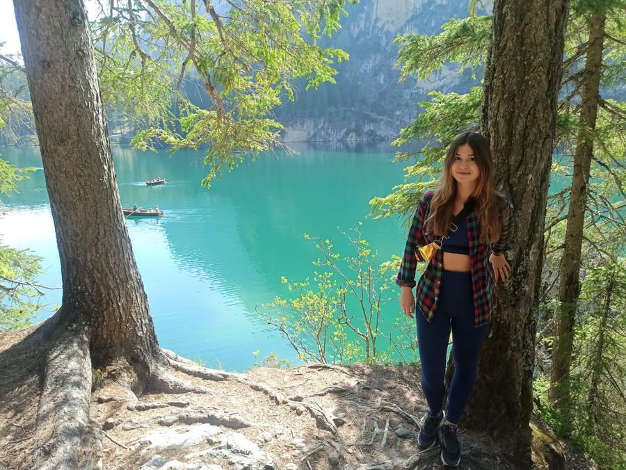 travel creator Giulia Faoro being photographed