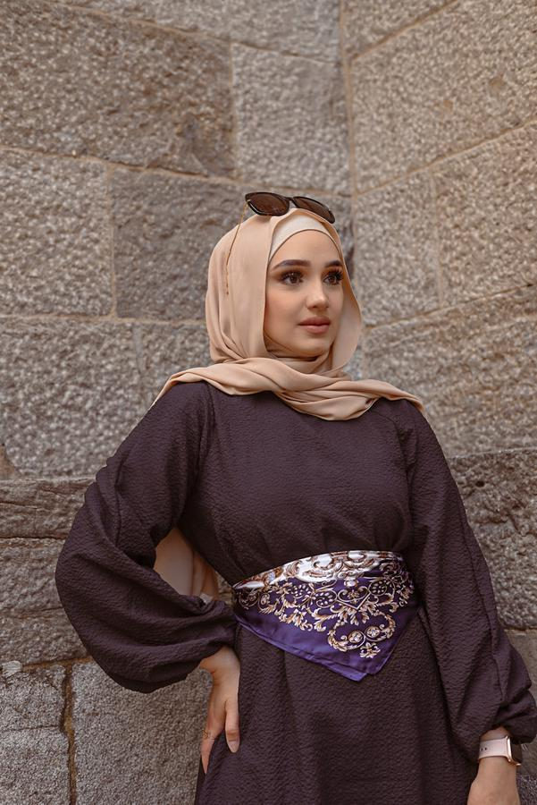 beauty creator Zaynab Rayhan being photographed