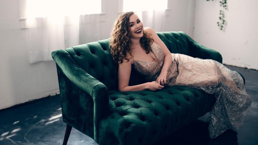 beauty creator Monica Engle Thomas being photographed