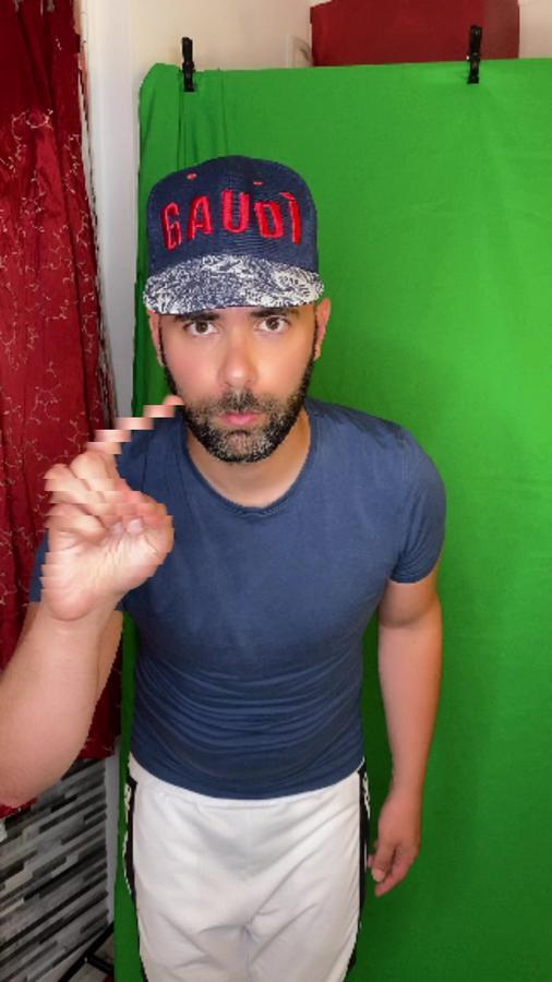 TikTok  creator Fabryqbr  being photographed