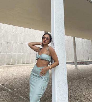 travel creator Alesia Limongelli being photographed