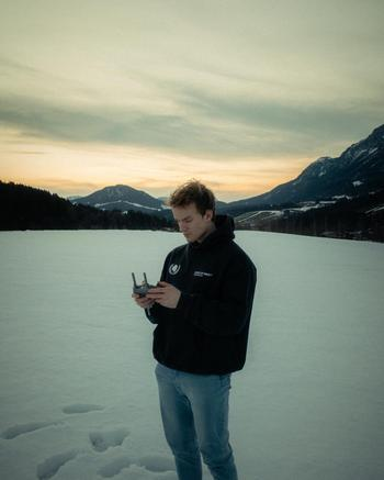 travel creator Nico Rauchenwald being photographed