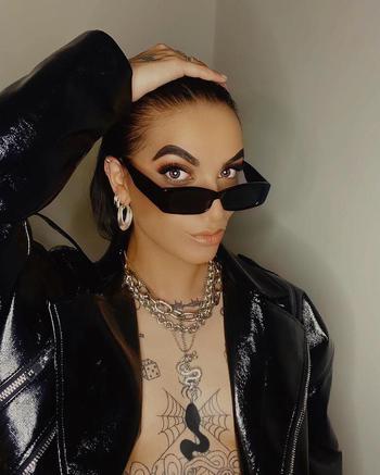 fashion creator Sarah Iracheni  being photographed