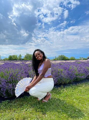 beauty creator Ariel Benjamin  being photographed