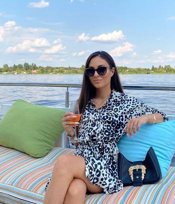 fashion creator Ilinca Popescu being photographed