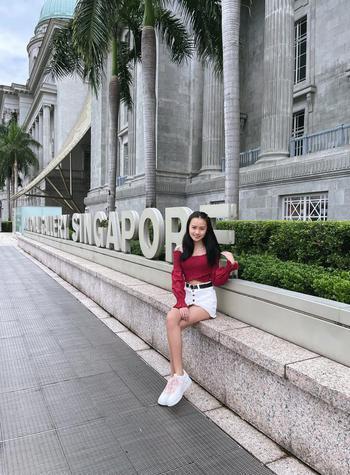 TikTok  creator Xin Yi being photographed