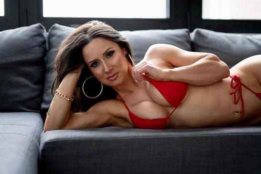 Instagram  creator Linda Chavez being photographed